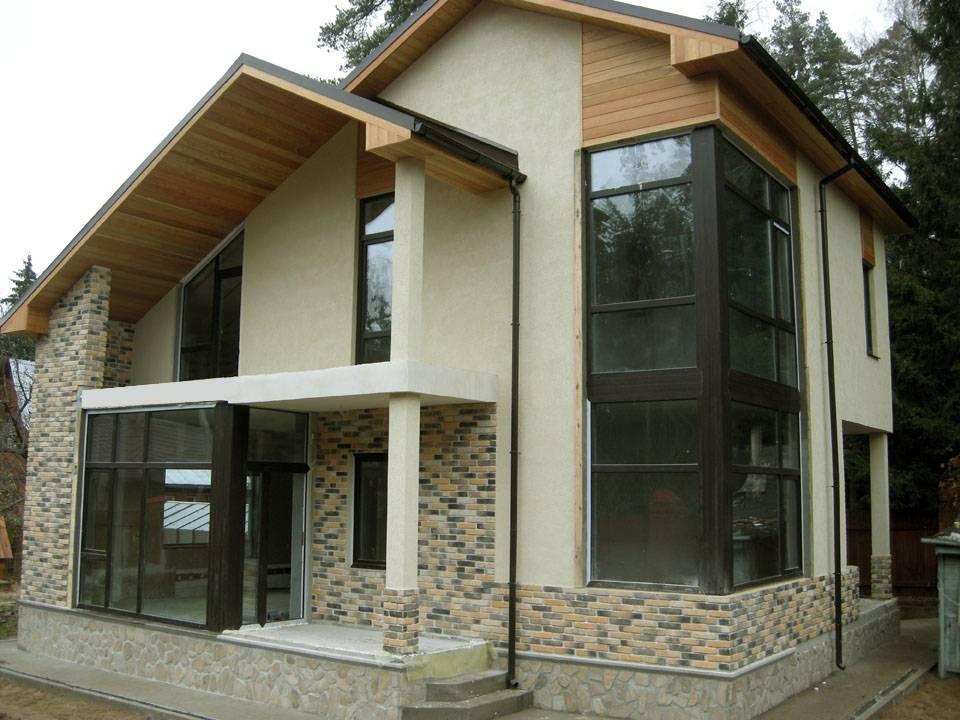 проекты коттеджей и домов с витражами